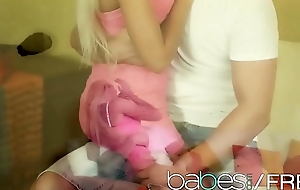 Hot blonde teen (Lola MyLuv) makes her man cum - BABES