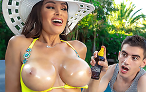 Lisa's Pool Boy Toy Featuring Lisa Ann - Brazzers HD -2
